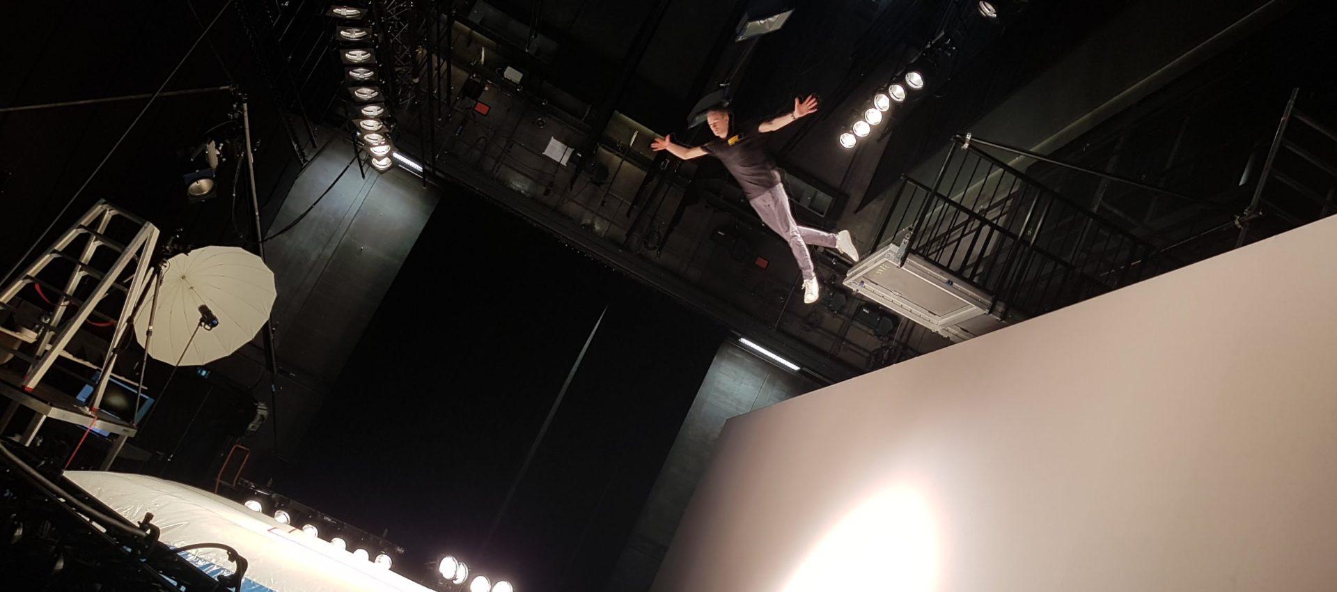 Stuntman in een hoogteval