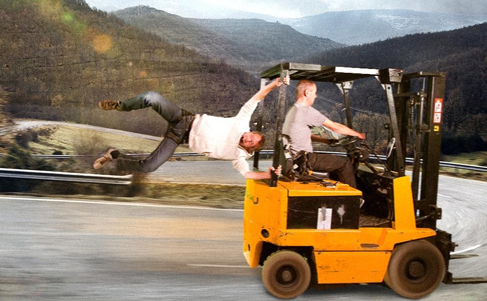 Het flying harness gebruikt stuntcrew o.a. bij deze actiescene.