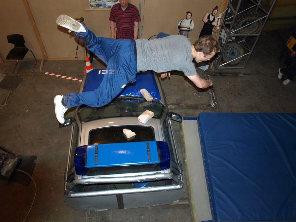 Geschept worden door een auto kan op vele verschillende manieren en technieken.